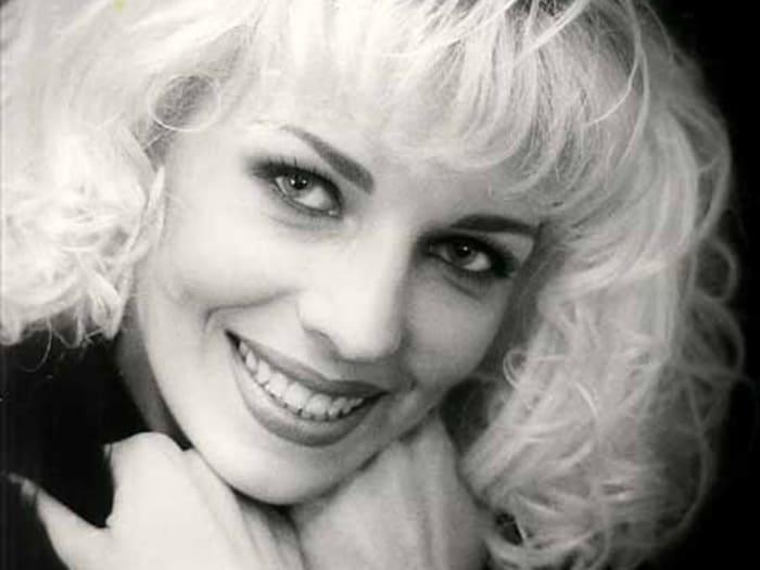 Наталья Ветлицкая: куда исчезла певица на пике своей популярности и чем сейчас занимается кумир прошлого века?
