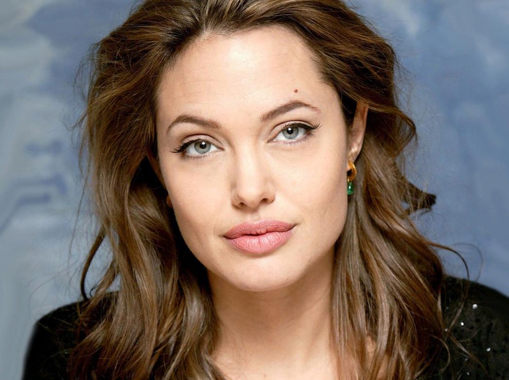 Анджелина Джоли поправилась, и выглядит шикарно
