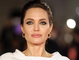 Кто хочет лишить родительских прав Анджелину Джоли?