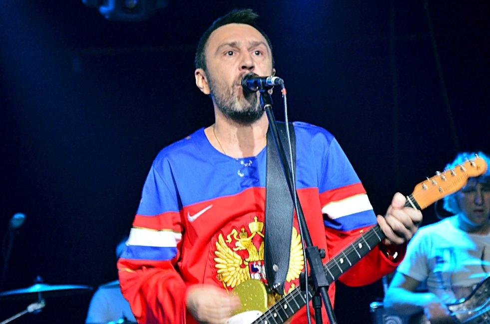 Группа «Ленинград» поразила публику своими костюмами