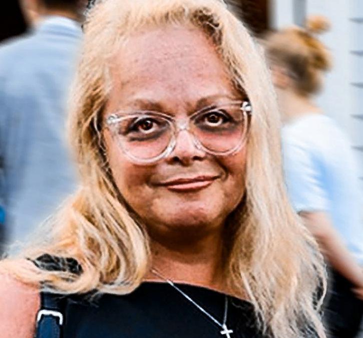 Лариса Долина появилась на сцене без макияжа