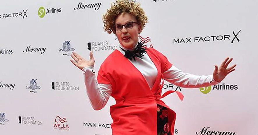 Александр Ревва появился на кинофестивале в женской одежде