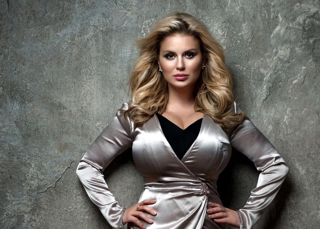 Анна Семенович рассказала об опухоли груди