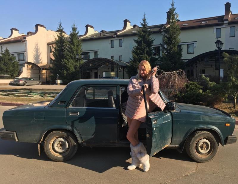Анастасию Волочкову заметили в автомобили «Жигули»