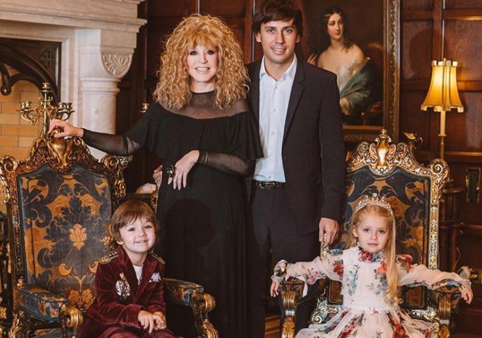 Почему Пугачева и Галкин тайно возят детей за границу?