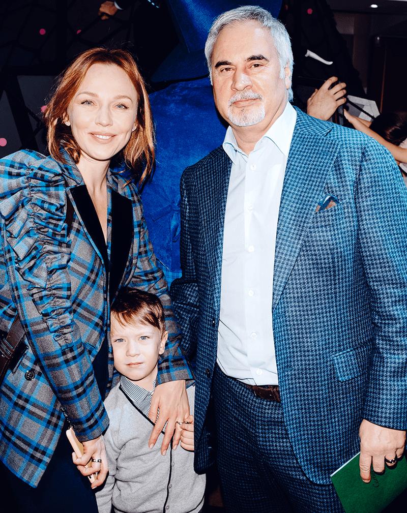 Валерий Меладзе и Альбина Джанабаева впервые показали публике своего младшего сына