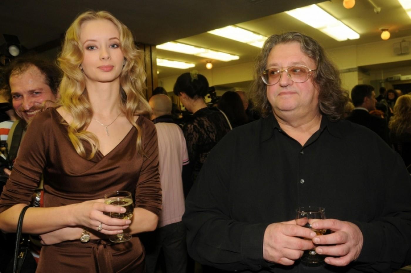 Известные мужчины, выбравшие себе в жены девушек, которые годятся им в дочери