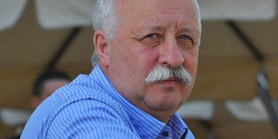 Секрет знаменитых усов Леонида Якубовича: почему ведущий не может от них избавиться?