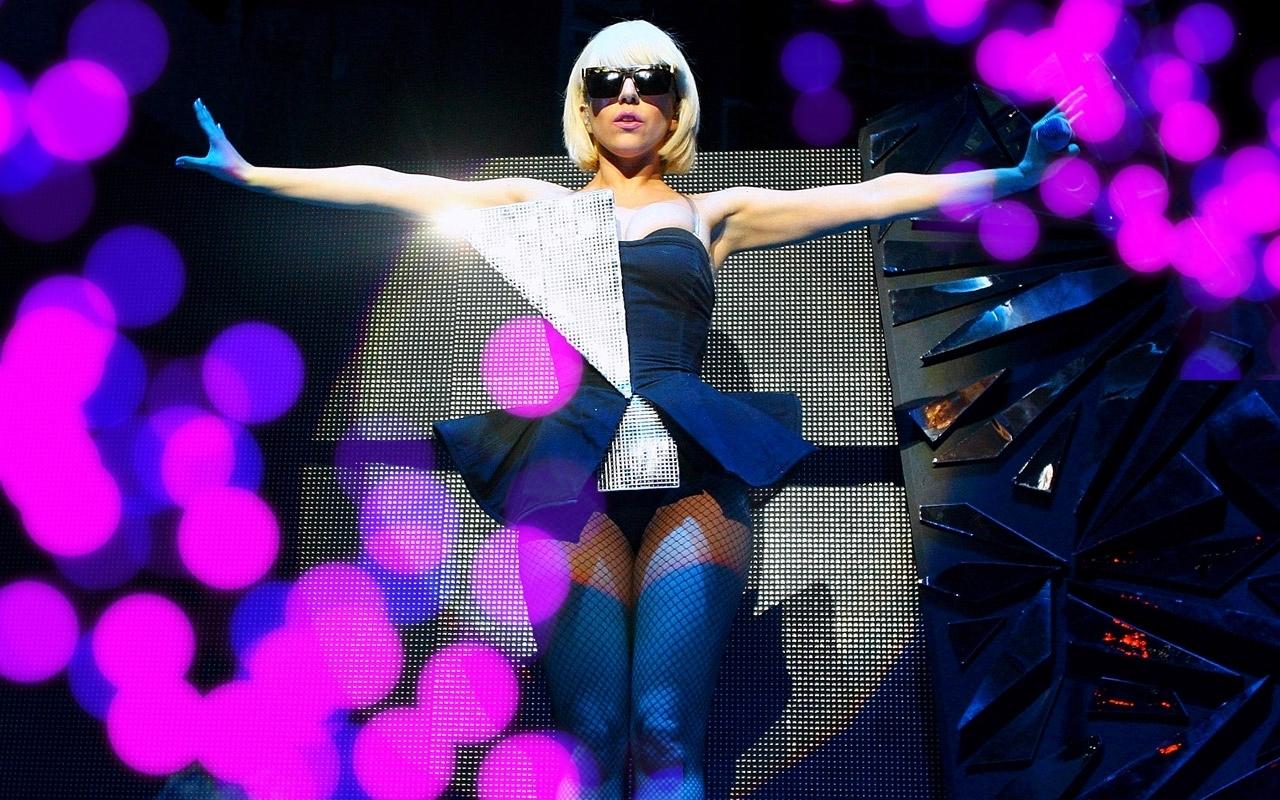 Кто из знаменитых звезд в молодости зарабатывал на жизнь, танцуя в клубе для взрослых?