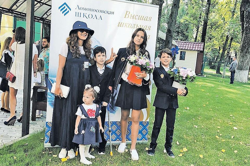 Какие сады и школы посещают дети российских звезд и сколько стоит их обучение