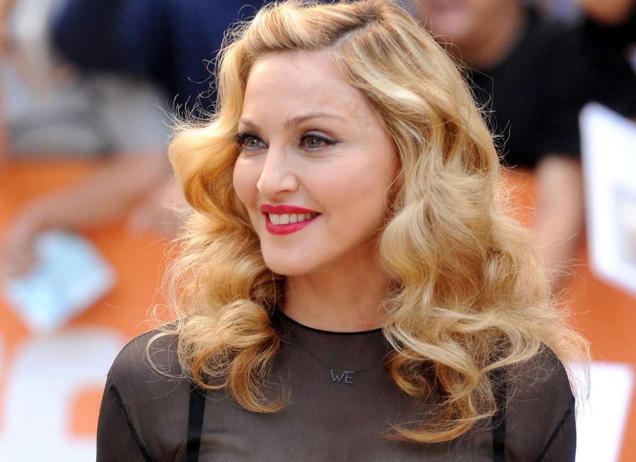 5 знаменитостей, которые пострадали от безумных выходок неадекватных фанатов