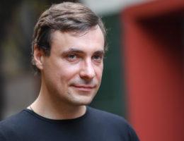 Евгений Цыганов о своем уходе из семьи, где остались беременная жена и семеро детей