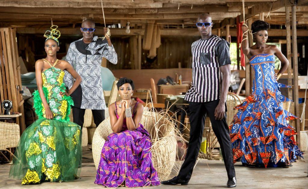 Это нужно увидеть: необычные, завораживающие и причудливые показы мод в разных странах
