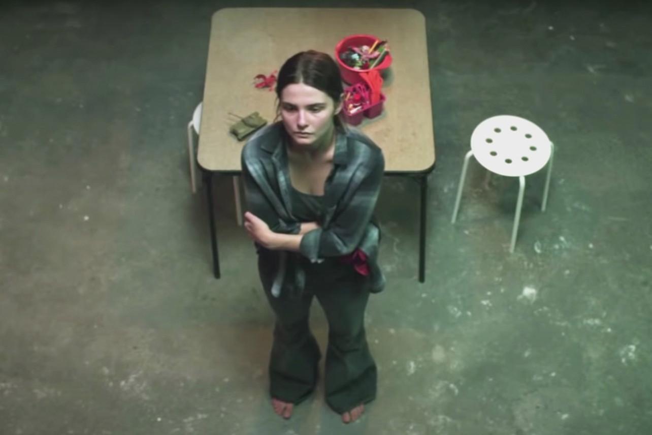 Девушка в подвале, США, 2021 год